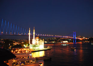 Thousands flock to culture events in Istanbul throughout the year